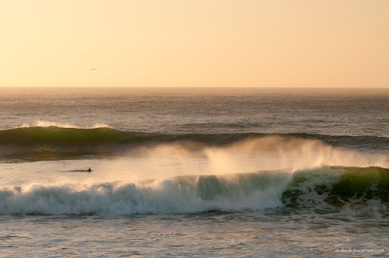 Surf Trip por Chile Marzo 2013. En algun lugar al sur de Chile. Olas al Atardecer Foto: Jesus Mier