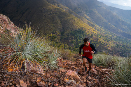 Fabien Rubio. Trail Runner,  Parque Cantillana, Chile. Foto: Jesus Mier