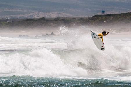Surfista Tristan Aicardi, La Ballena, Chile 2013. Foto © Jesus Mier
