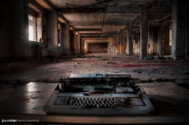 Typewriter legends - Galeria Lugares Abandonados Jesus Mier