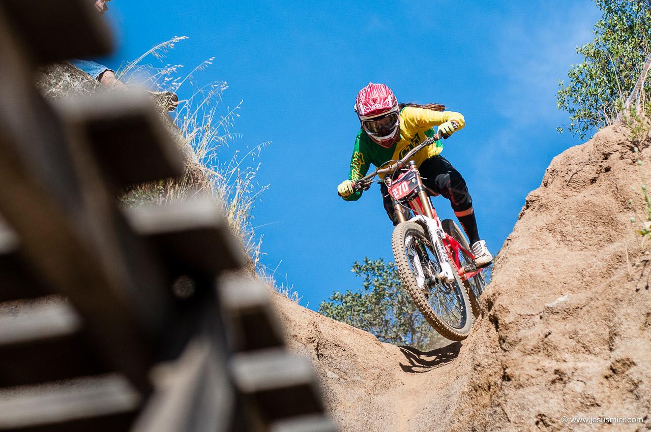 Octubre 2014 - Curacavi Downhill Race. Rider: Camila Nogueira