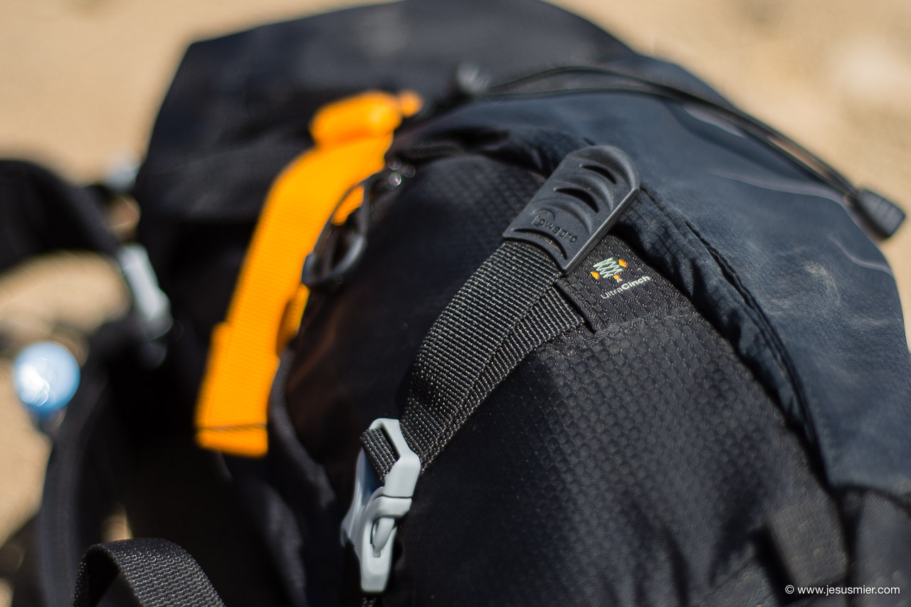 Review Lowepro PhotoSport AW II - sistema compresion